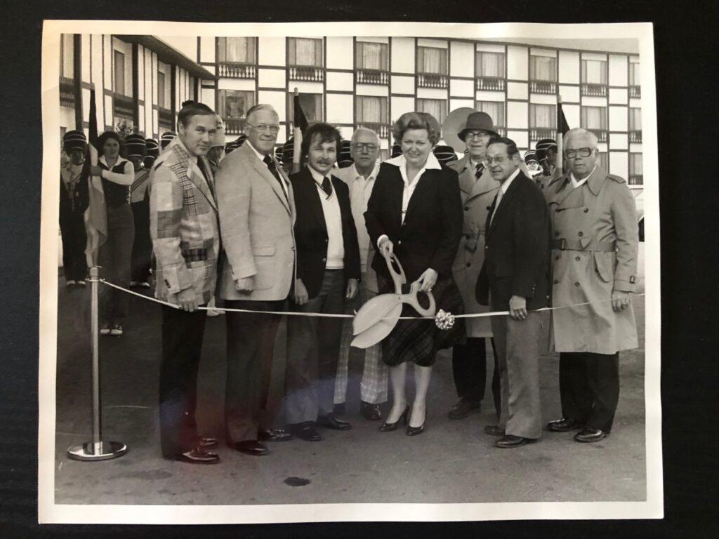 Mayor Eleanor Kesim at Midway Motor Lodge ribbon cutting