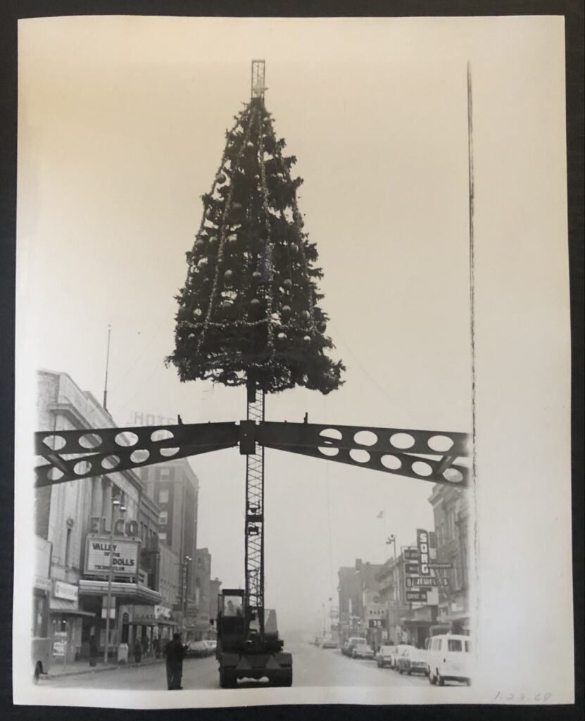 The final Christmas tree is removed on Jan. 23, 1968. (Elkhart Truth photo)